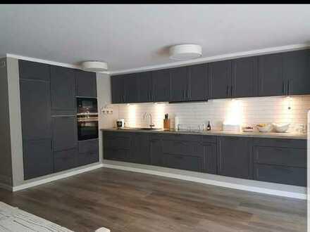 Exklusive, neuwertige 5-Zimmer-Wohnung mit Balkon Terrasse und Einbauküche in Lörrach (Kreis)