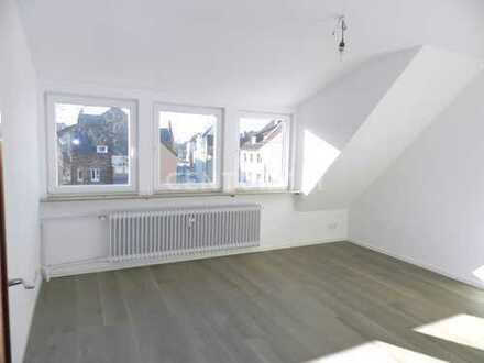 Renovierte Helle Dachgeschoss Wohnung