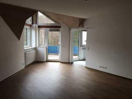 Gepflegte 4-Zimmer-Maisonette-Wohnung mit Balkon und EBK in Kaiserslautern