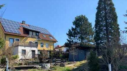 5-Zimmer-Souterrainwohnung mit zwei Außenstellplätzen, Wintergarten und Gartenanteil