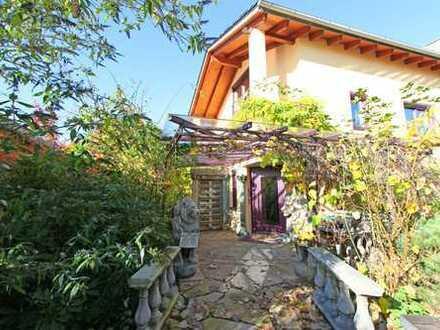 HEINRICH v. KÖLICHEN: Außergewöhnliches Anwesen mit Traumgarten für Familien