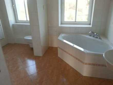 Schicke 2-Raum-Wohnung - großes Bad mit Wanne und Dusche