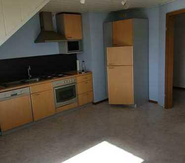 Gepflegte Dachgeschosswohnung mit vier Zimmern und EBK in Luhden