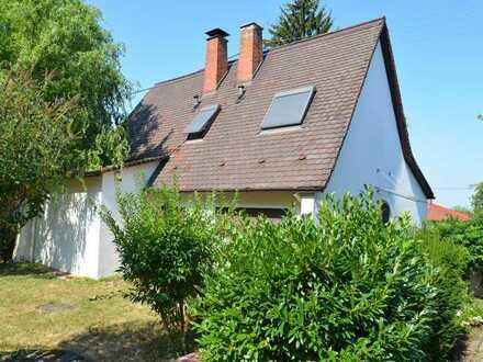 Freistehendes Einfamilienhaus, in bester Lage mit großem Garten