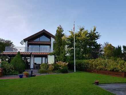 Einfamilienhaus mit Seegrundstück und eigenem Badesteg, Angel- und Sportbootmöglichkeit am Wittensee
