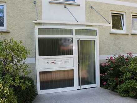 Sofort frei in GP-Bergfeld nahe Kliniken: 3 + 1-Zi.-Wohnung mit Balkon und Garage
