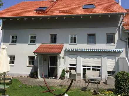 Sonniges Grundstück mit saniertem Landhaus (inkl. Einliegerwohnung) bei Landsberg, 1200qm Grund