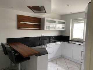 Modernisiertes Reihenendhaus mit fünf Zimmern und Einbauküche in Langenlonsheim, Langenlonsheim