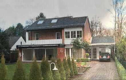 Freistehendes Einfamilienhaus mit schönem Grundstück, Garage und direktem Wassergrundstück in Horn-L