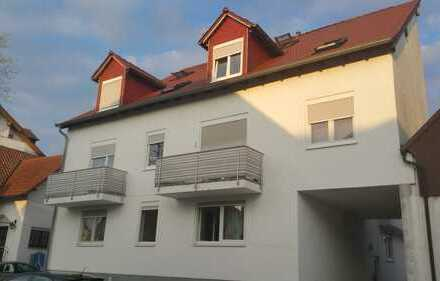 Große Wohnung im Dachgeschoss mit Balkon und reichlich Lagerfläche