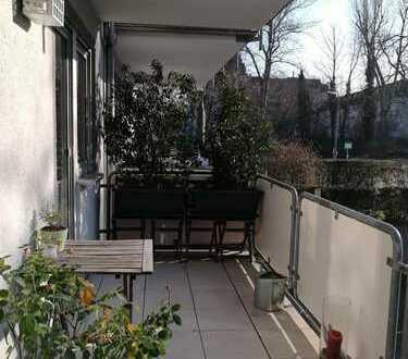großes Zimmer (ca. 18,6 qm) in 2er WG mit Balkon