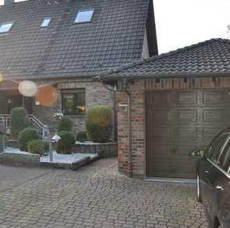 Hochwertig ausgestattete Doppelhaushälfte in ansprechender Lage, Doppelgarage, Wintergarten