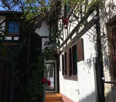 Kleines Fachwerkhaus in Haus-Hofbauweise in Neustadt an der Weinstraße, Mußbach