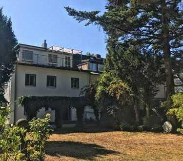 Großzügiges und modernisiertes 50er Jahre Haus im Diplomatenviertel