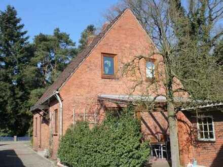 Sandkrug - Saniertes Siedlungshaus mit attraktivem Nebengebäude + Garage!