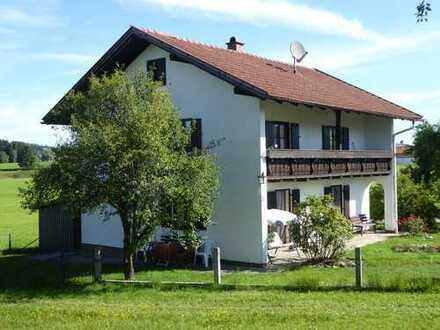 Schönes freistehendes Haus in Ortsrandlage mit Bergblick