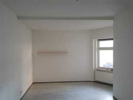 Großes 30 m² WG Zimmer in schönem Altbau mit Top Lage