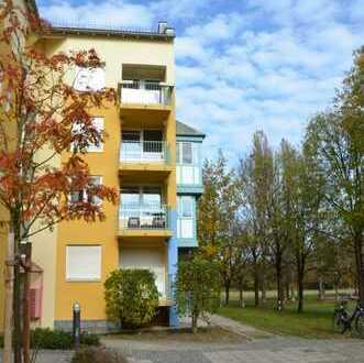 Ruhig gelegene, sanierte 2 Zimmer Wohnung mit Balkon direkt am Park, in München-Freimann
