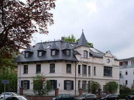 Luxuriöse 3-Zimmer Altbau-Wohnung in wunderschöner Künstler- Villa