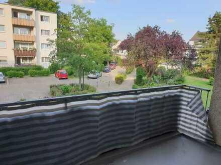 Gepflegte 3-Zimmer-Wohnung mit Balkon und EBK in Buchheim, Köln