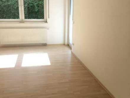 Sonnige 3-Zimmer-Wohnung mit Terrasse und Gartenanteil