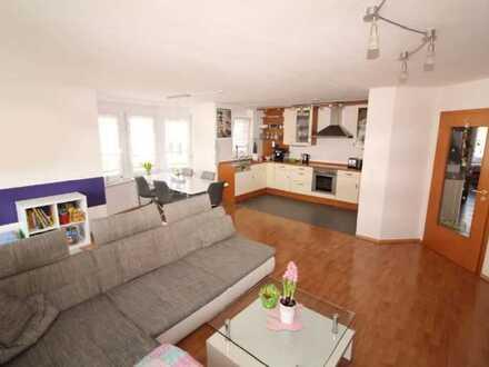 sehr schöne, helle und gepflegte 4 1/2 Zimmer Wohnung, möbliert mit Balkon