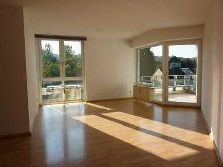 Helle 4-Zimmer-Wohnung mit Loggia in Uni-Nähe!!