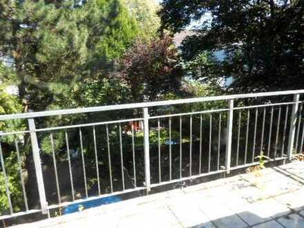 """""""Wohnen über zwei Etagen""""  4-5 Zimmer-Wohnung mit Balkon in 47226 Duisburg-Rheinhausen"""