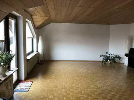 Schöne 3-Zimmer-Dachgeschosswohnung mit 3 Balkonen in Karlsruhe-Grünwettersbach