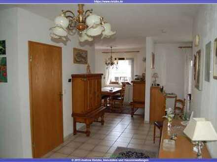Tolle, helle 3,5 Zimmerwohnung im 2 Fam.-Haus mit Garage und Gartenanteil