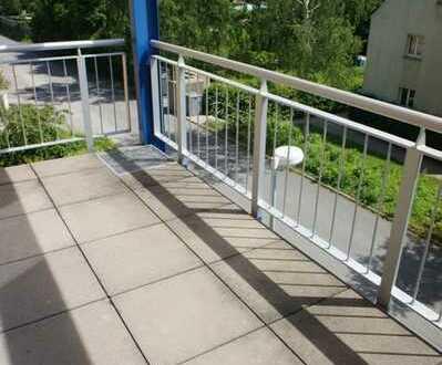 Idyllischer Wohntraum mit großem Balkon + Schlafniesche im 2. OG