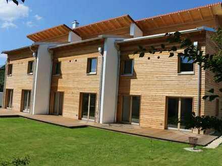 Wunderschönes hochwertiges Massivholzhaus in guter Lage (Erstbezug)