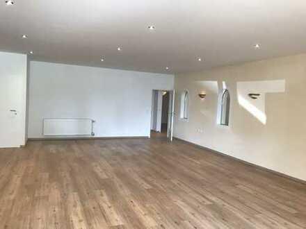 Erstbezug: Neue 4-Zimmer-Teilweise Untergeschoss Wohnung mit Blick auf Sissischloß