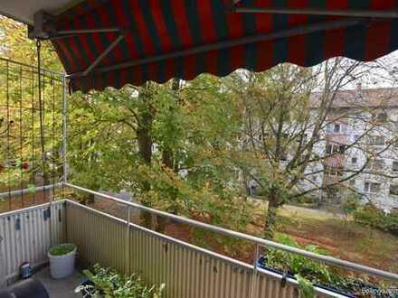 Gut geschnittene 4-Zimmer-Wohnung mit Balkon in Frankfurt-Hausen