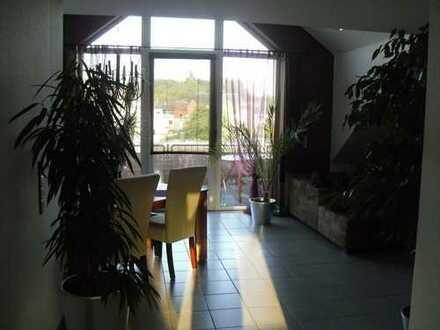 Moderne 3 Zimmer Dachgeschosswohnung in Herzogenrath mit Blick auf die Burg