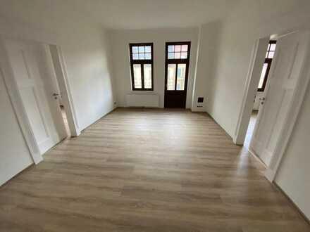 Frisch sanierte 4-Raum-Wohnung mit großem Balkon zu vermieten