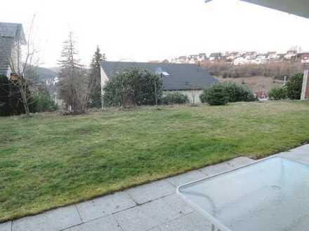 Wunderschöne, helle 2-ZW mit Terrasse, Garten, Einbauküche, Carport, teilmöbliert