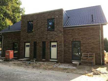 Schönes, geräumiges Doppelhaus mit vier Zimmern in Syke-Barrien