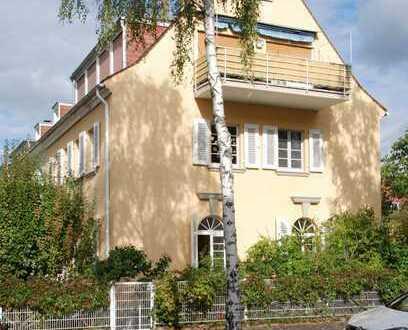 Großzügige 5-Zimmer-Wohnung mit Balkon, Terrasse und Garten in erstklassiger Lage am Rhein