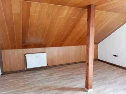 Dachgeschoss-Wohnung in herrlicher Lage in Feilitzsch bei Hof!