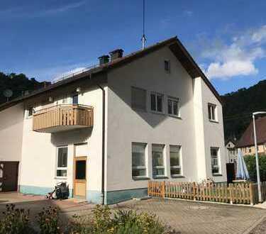 Neuwertige 4-Zimmer-Wohnung mit Balkon und Einbauküche in Lenningen