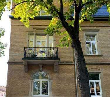 Neubau-Standard in einer Altbau-Villa: provisionsfreie 4-Zimmer-Wohnung
