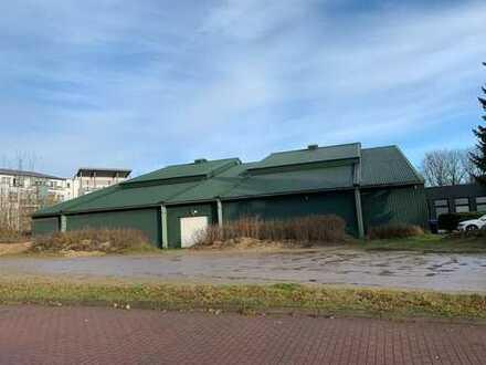 Große Halle mit auffahrbarem Dach, zentrale Lage
