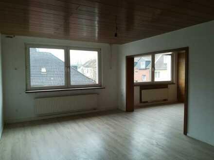 Riesiges Wohnzimmer (2 Zimmer zusammengelegt)