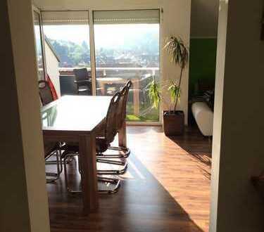 Modernisierte 3-Zimmer-Dachgeschosswohnung mit Balkon und Einbauküche zur Zwischenmiete
