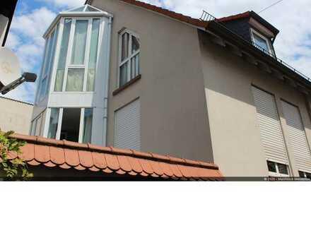 Lichtdurchflutete 2-Zimmer-Dachgeschosswohnung mit großer Dachterrasse