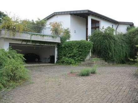 Idylle im Grünen mit sagenhaftem Ausblick - Haupt- und Nebenhaus im Bungalowstil und riesen Garten