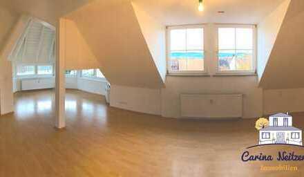 Dachgeschoss-Wohnung mit Flair! Mit gemütlichem Platz für Ihr Home-Office! Renoviert!