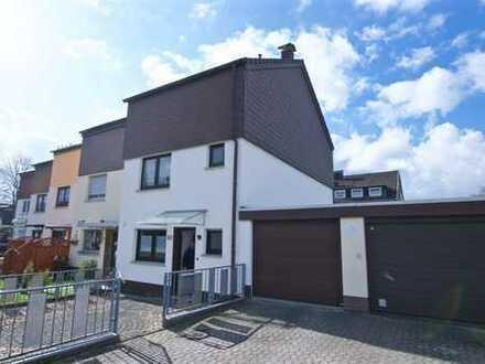 Kerpen-Mödrath, modernisiertes Reiheneckhaus mit versetzten Wohnebenen, Einbauküche, Garage