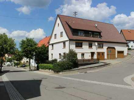 Schönes Haus mit neun Zimmern im Ortskern von Obernheim